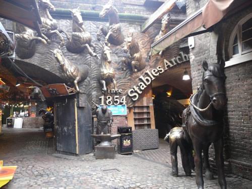 Les sculptures des Stables Arches