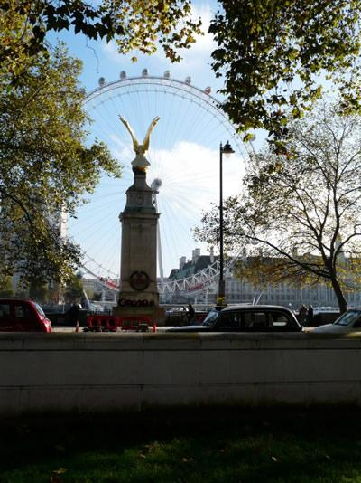London Eye, vu depuis le Mémorial dédié à la Bataille d'Angleterre