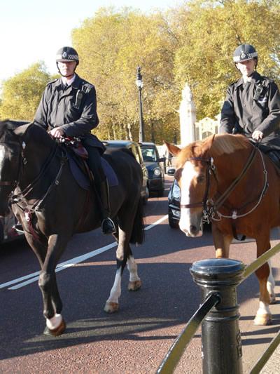 La police à cheval patrouille régulièrement